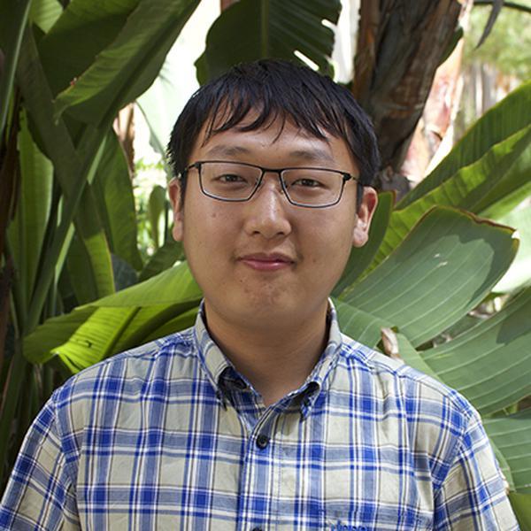 headshot of Chen Shi